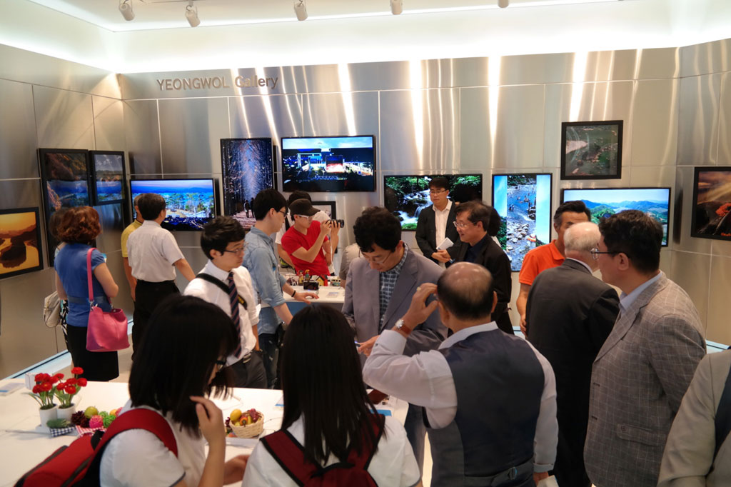 Samsung Smart Camera Gallery at the Donggang International Photo Festival 2013 (image: Samsung Electronics)