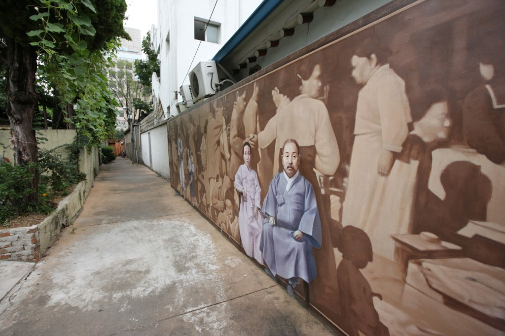 Also known as Gendae Alley, this must-go destination among Korean travellers was given awards the 2012 Korea Tourism Awards Star last year.