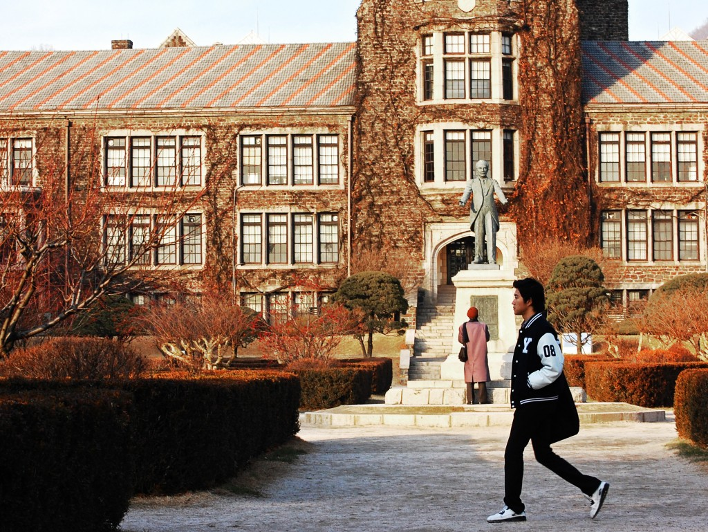 Decreasing job opportunity for Korean college graduates is one of pressing challenges for both the local government and graduates. (image: Korean College, Flickr, by Showbizsuperstar (Jeff))