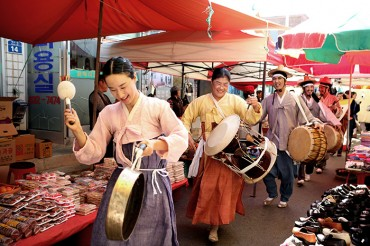 """Korea Nooks and Crannies"" Features 54 Traditional Markets in Korea"