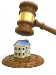 Foreclosure Auction (image: Flickr, by The-Lane-Team (Colleen Lane))