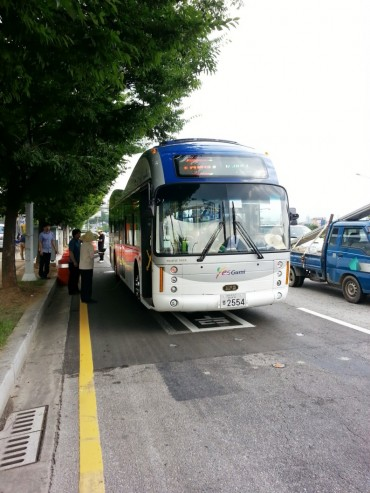 The World's First Electric Buses Powered on 'Recharging Road,' Wirelessly