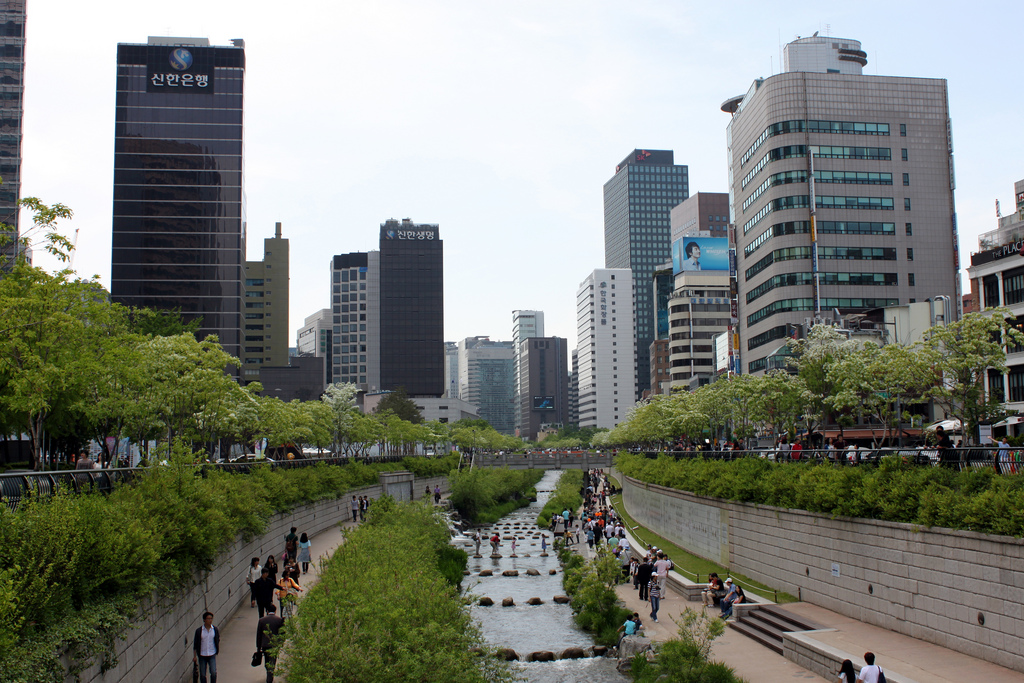 The city government of Seoul has actively promoted green buildings by offering incentives, most notably tax cuts as well as subsidies for certification. (image credit: pjgardner @ Flickr)