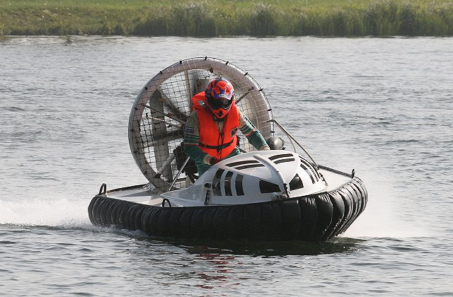 Jeollanam-do announced that the 'Korea Open Hovercraft Race' will be held on Myeongsasimni beach, Wando island for two days from August 3rd. 33 racers from 12 countries including the US and the UK will compete in the first hovercraft race to be held in Korea. (image credit: by Thomas Philipp at Wikimedia Commons)