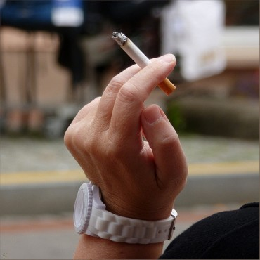 "Die-hard Smokers Say, ""I Wouldn't Quit Even If Cigarette Price Rises to 10,000 Won"""