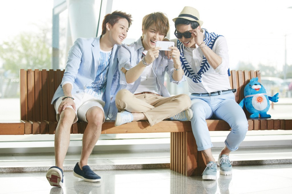 -pop trio JYJ enjoying the video of the Incheon Asiad song 'Only One' uploaded on social media (image: BusinessWire)