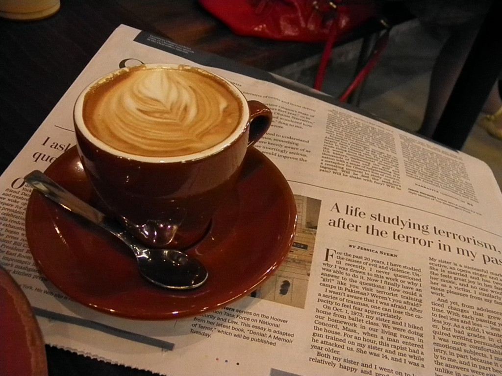 This is equivalent to a Korean adult drinking an average of 293 cups of java a year. During the same four-year period, the market for coffee has bloated to 4.13 trillion won from 1.91 trillion won. (image: by bigal_60714 s at Flickr)