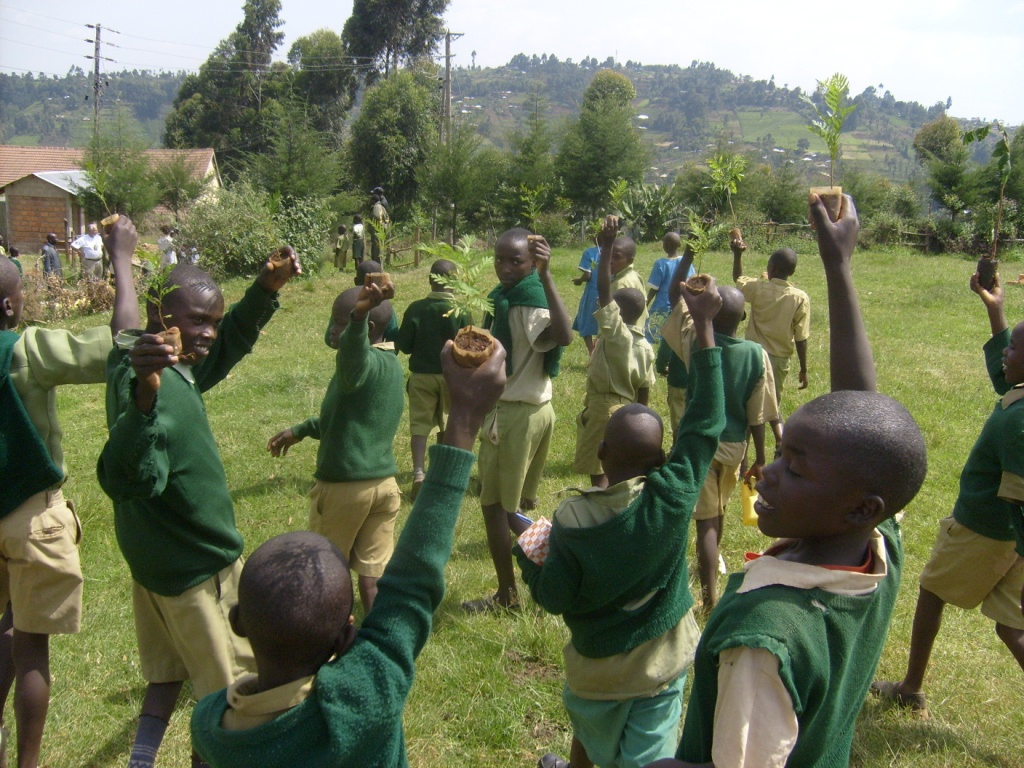 Samsung Electronics has pledged to donate three solar schools in three African nations including Ghana, Ethiopia, and Kenya while the ministry set aside a budget of 300 million won for teaching program development and teacher training. (image credit: plant-trees @ flickr)