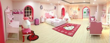 "Hello Kitty Island Holds Charity Event ""World's Happiness Christmas"""