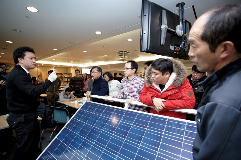 Hanwha Group Offers Free Class on Solar Panels