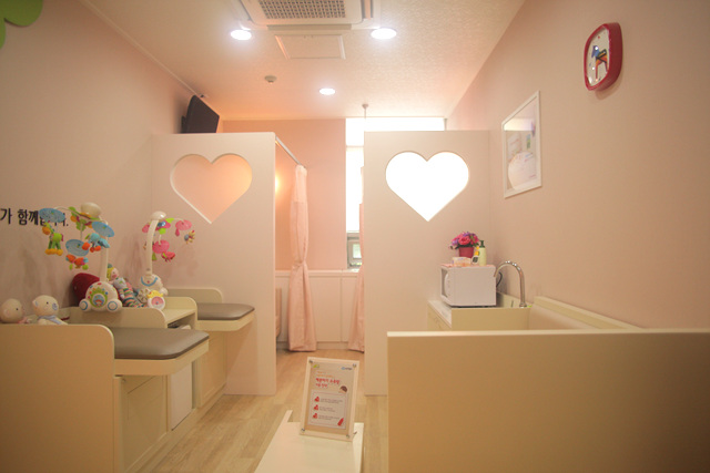 "Yuhan-Kimberly's ""Double Heart"" Opens Nursing Mom's Room in Seoul Forest"