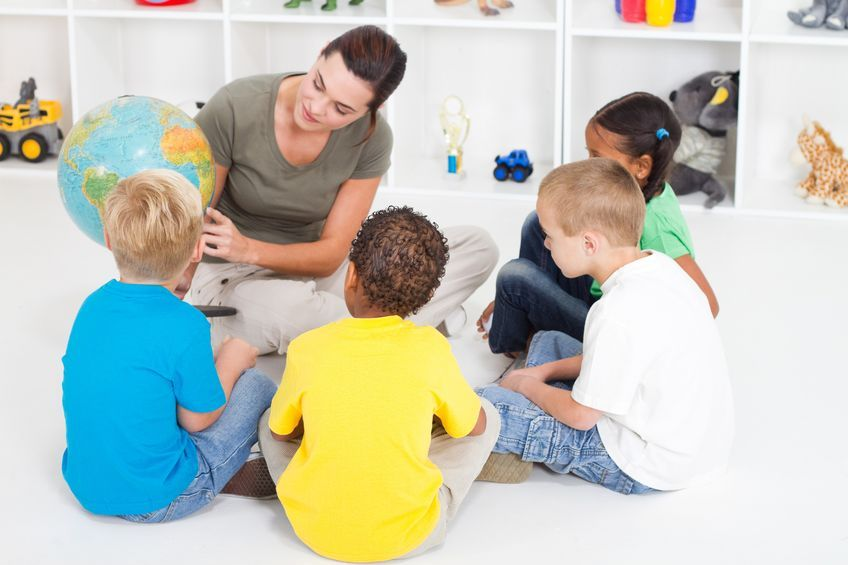 Just ahead of the beginning of a new school year, parents are worrying about the children's relationship with friends. (image: kobizmedia)