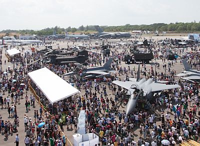 Singapore Airshow 2014 Attracts Close to 100,000 Visitors over the Public Day Weekend