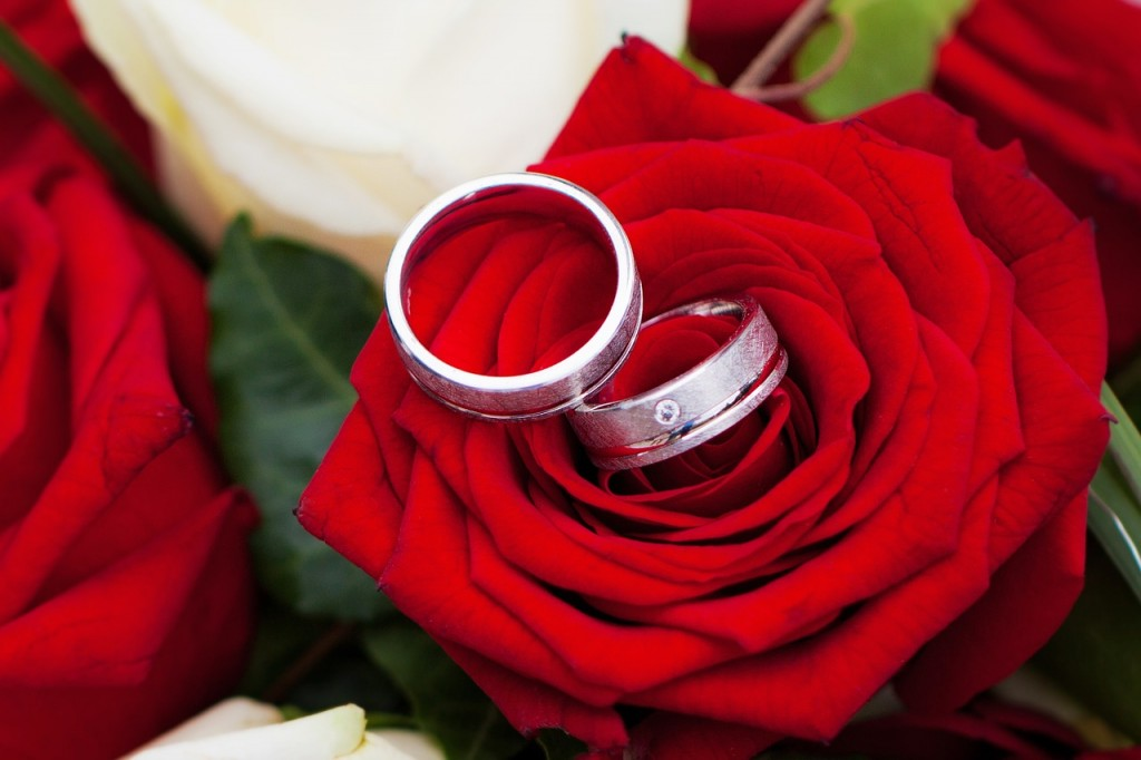 Four out of ten women believe marriage is no longer something you have to do. (image: Nina-81/pixabay)