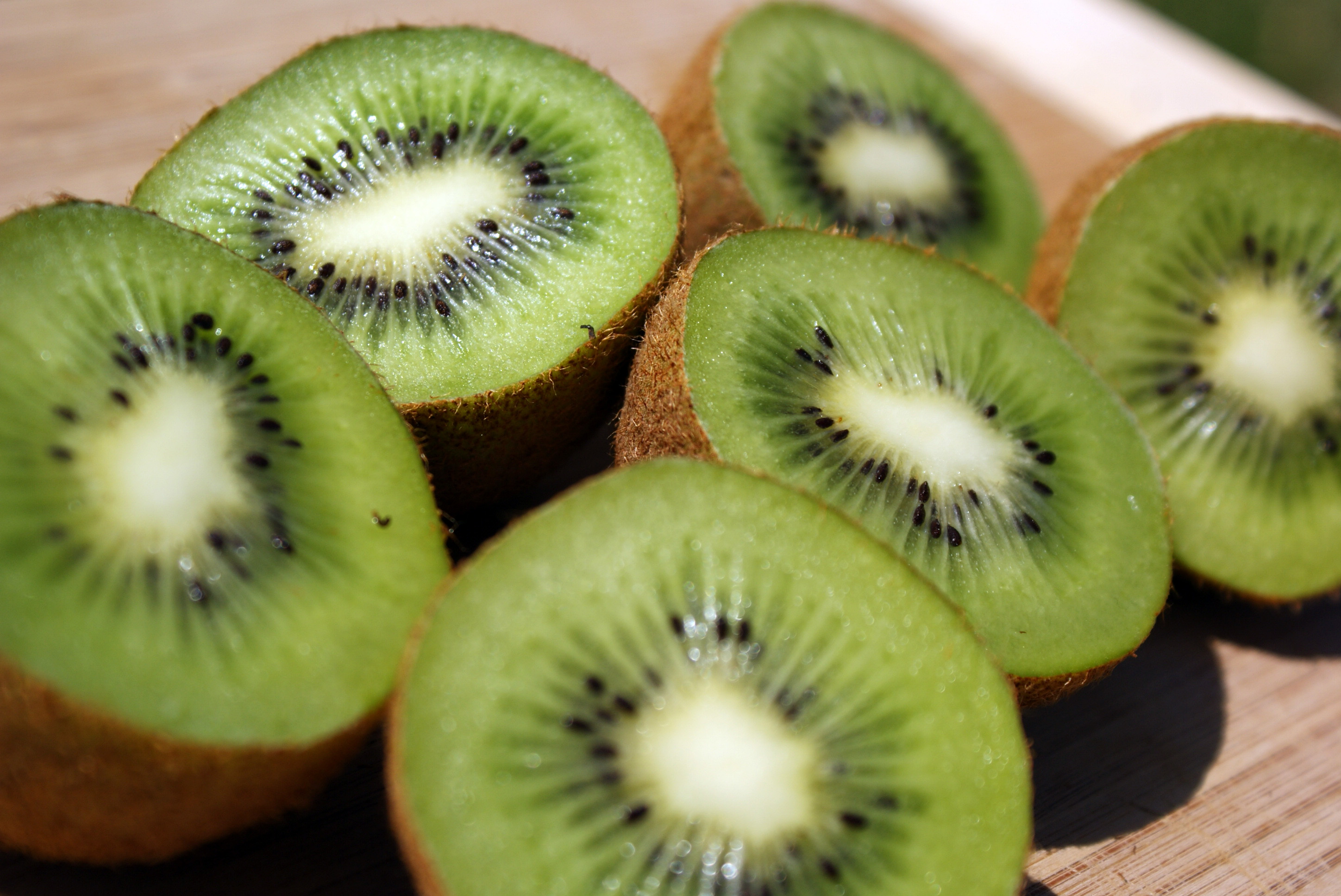 """Benefits Of Kiwi On Health,"" a new report on the website HealthReviewCenter.com uncovers health and nutrition benefits of kiwi, and some reasons to eat it. (image: Kyle McDonald/Flickr)"