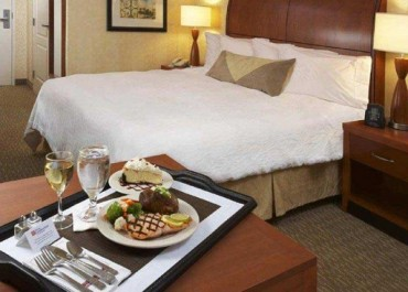 Las Vegas ups the ante as the most expensive U.S city for room service