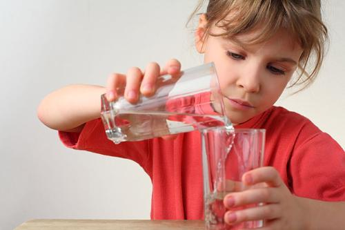 Teach kids about the importance of drinking enough water. (image: Alkame Water/PR Newswire)