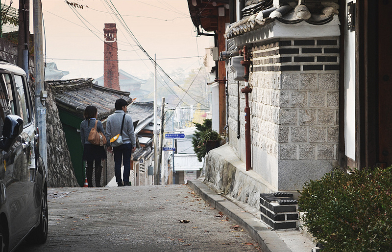 With the ease housing regulation, the increase in the supply of Korean-style housing, called Hanok, is also expected. (image: Freshly Diced/Flickr)