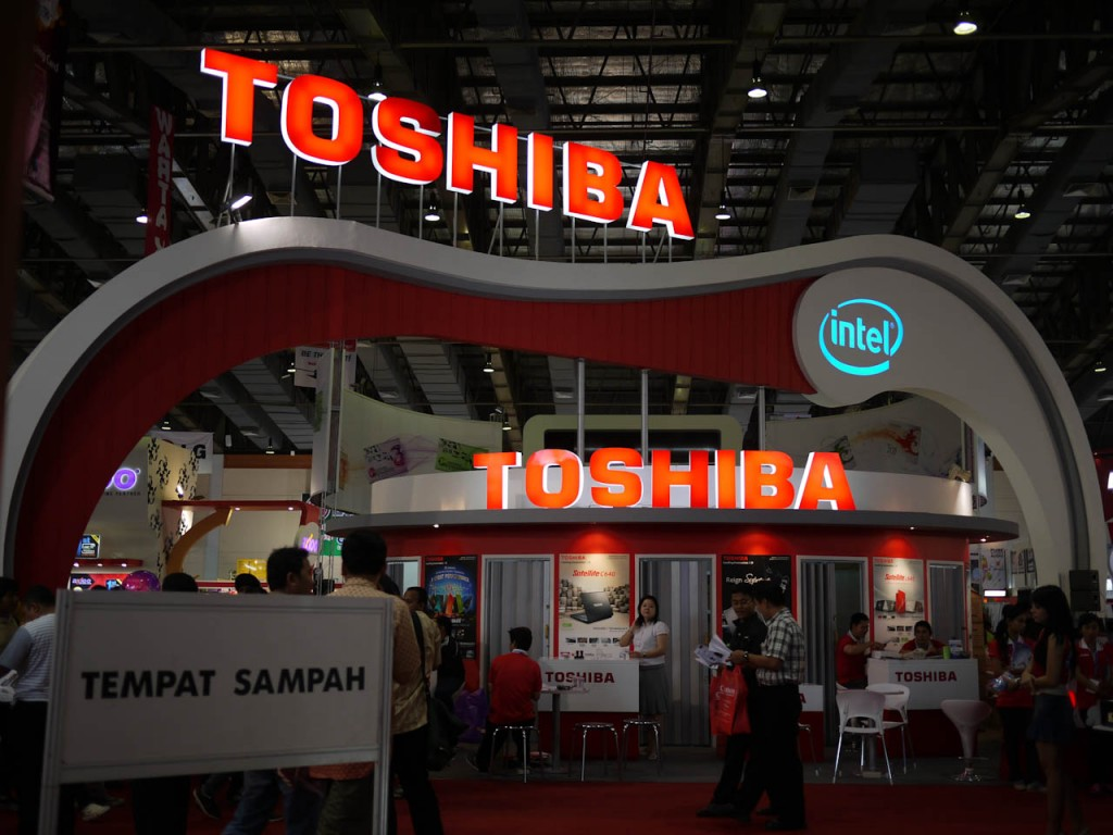 Toshiba filed the suit on learning that a former employee of SK Hynix has been arrested in Japan for alleged criminal infringement of the Unfair Competition Prevention Act. (image: Toshiba booth by nSeika/flickr)