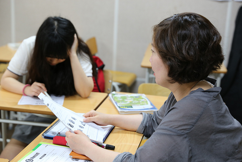 All these strange job titles like exam managers and exam foster moms came out because of excessively complicated nature of the current college entrance exam scheme. (image: Seoul Eum-go/flickr)