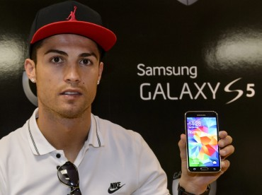 "Samsung Ignites Global Soccer Campaign ""Galaxy 11"""