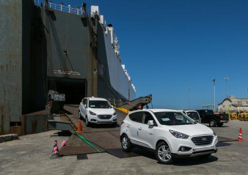 Hyundai's First Mass-Produced Tucson Fuel Cell CUVs Arrive in Southern California