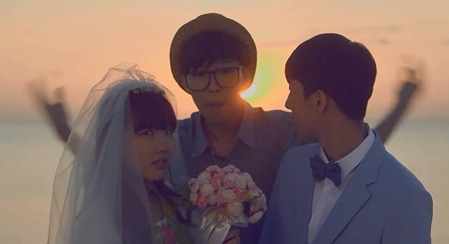 "Billboard Praises Akdong Musician's New Music Video ""Give Love"""