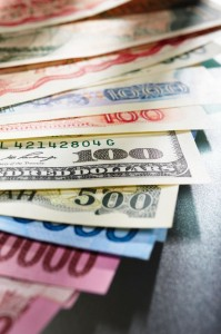Even some analysts suggest that the won-dollar exchange rate may fall to a three-digit level before the year's end from the current 1,020 won per dollar. (image: Kobizmedia)