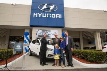 Hyundai Proudly Hands Keys to First Tucson Fuel Cell Customer at Tustin Hyundai