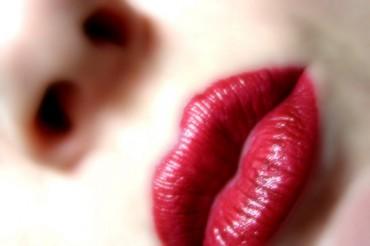 Hybrid Trend Extends Its Reach to Lipstick Market