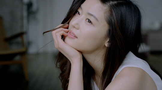 Jun Ji-hyun Unveils Her Secrets to Clear Skin and Slim Body