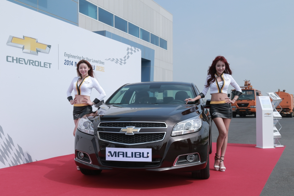 During the test runs, the invitees experienced the stable driving safety, one of the strengths of the Malibu Diesel by comparing with BMW's 320d and Volkswagen's Passat Diesel. (image: GM Korea)