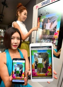 """""""Uplus Board"""" is a first such attempt in the fashion industry that combines mirror display, camera ads, and the LTE-based Internet of Things (IoT) together with SPAO. (image: LG Uplus)"""