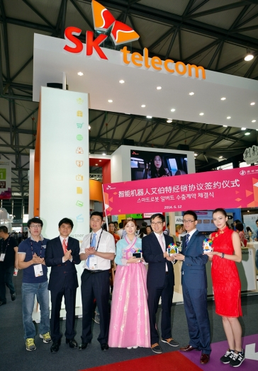 SK Telecom announced that it concluded a contract to supply its Smart Appcessories including Albert, a smart robot, and Smart Beam, a small-sized pico projector for all HDMI devices, to the Chinese market, signaling the company's entry into the emerging ICT country. (image credit: SK Telecom)