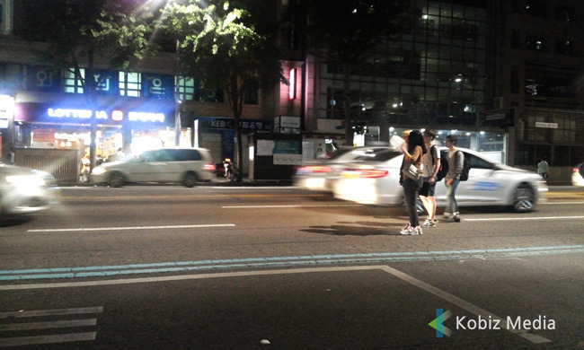 If it materializes, taxi drivers can reduce their time searching for passengers as they easily detect the place where they can take on passengers, and passengers do not need to wait for the taxi by using places they can take taxis easily. (image: Kobizmedia/ Korea Bizwire)