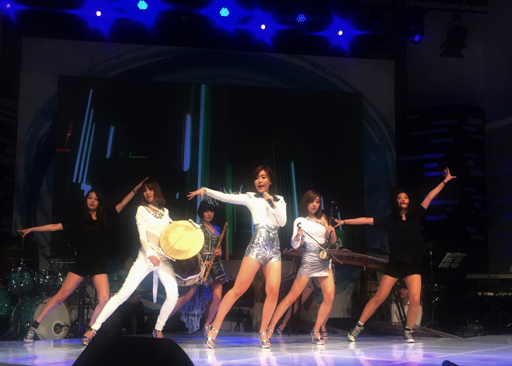 With splendid stage costumes, strong club-like beats of music and dances reinterpreting Korean traditional dances, the band is gaining people's attention as the next leader to boost the Korean Wave. (image: Sorea Band)