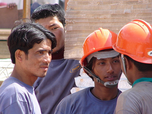 While part-timers in their 20s are rushing to construction sites, on the other hand, the construction companies are increasing the portion of migrant workers in the working sites. (image: ไปไหนมา /flickr)