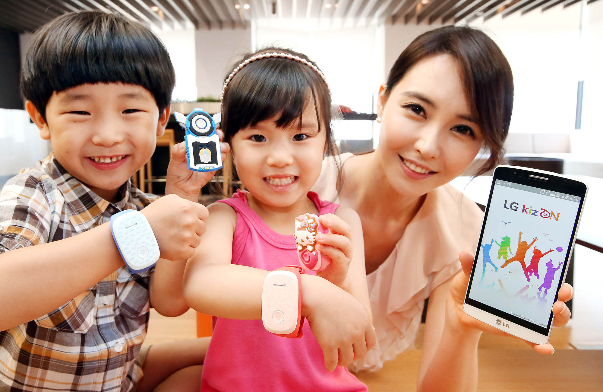 LG Electronics (LG) will extend the wearable experience to parents with children with its new KizON wristband. (image credit: LG Electronics)