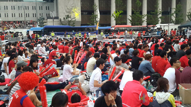 Hundreds of thousands of South Koreans took to the streets  to cheer for the national football team. (image: Kobizmedia/ Korea Bizwire)