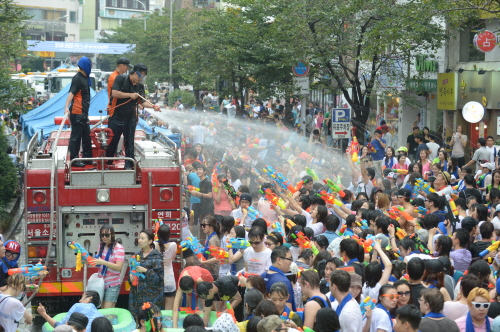 Sinchon Watergun Festival (image credit: Korea Tourism Organization)
