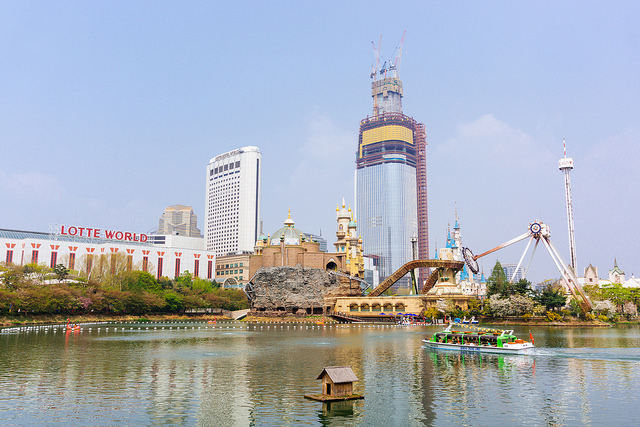 Sinkholes Add Worries over Lotte World Tower