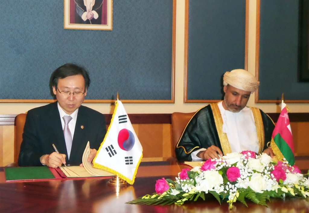 At the event, South Korean team expressed their keen interest in being part of Oman's gigantic economic diversification projects which include the US$10 billion national railroad project, the US$6 billion Duqm petroleum refinery plant project and other big-ticket businesses. (image: Ministry of Trade, Industry and Energy)