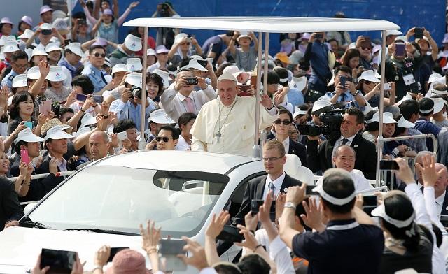 Papal Visit Boon to Korean Merchants
