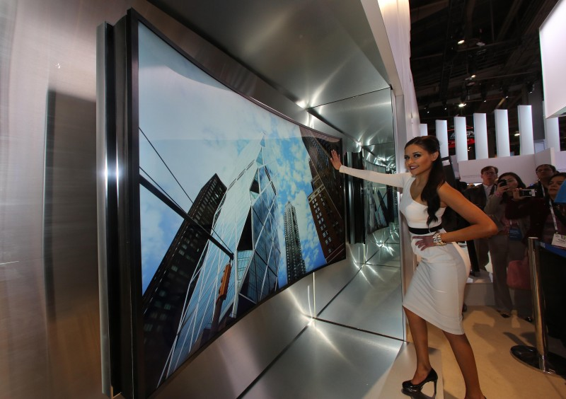 Samsung to Show off World's First 105-inch Bendable UHD TV at IFA Berlin
