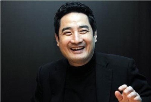 Former congressman Kang is as good as any famous celebrity on South Korea's show business industry. (image: Kang Yongseok's blog)