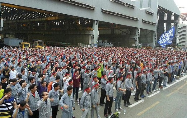 The union demanded a 132,013 won, or 6.51 percent, increase in monthly wages, and an additional bonus equal to 250 percent of the previous year's earnings while the company suggested a 37,000 won increase in wages.(image: Labor union of Hyundai Heavy Industries )