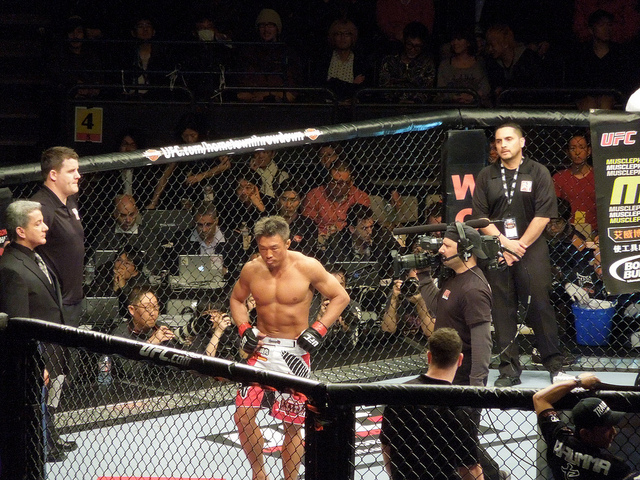 Choo is loved in Korea not only as a UFC fighter but also as the father of kid idol Choo Sarang and the husband of Japanese top model Shiho Yano. (image: Koichi Taniguchi/flickr)