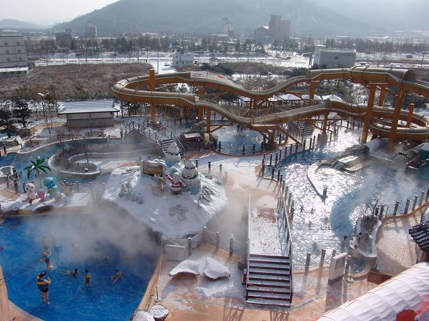"The 2014 Korea Hot Springs Festival is held around Duksan Hot Springs from October 2 through 5 with the slogan, ""The healing of 1000 thousand years, Duksan Hot Springs soars up to the sky with healing and well-being."" (image: Duksan Hot Springs)"