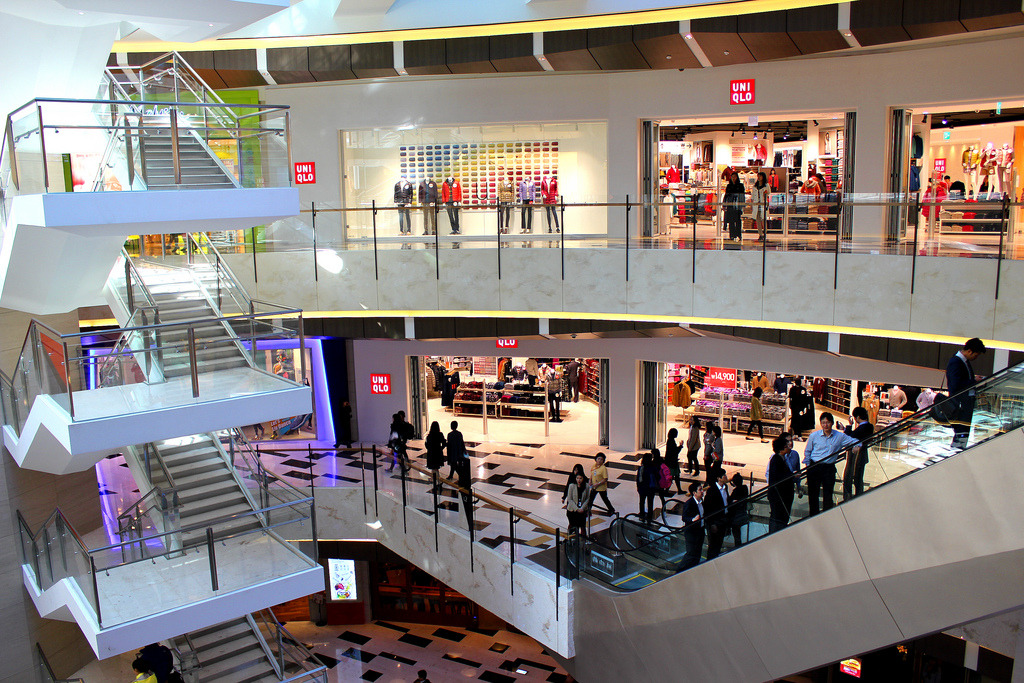 Still poor consumer and business sentiment continue to weigh on the economy. (image: IFC Mall/flickr)