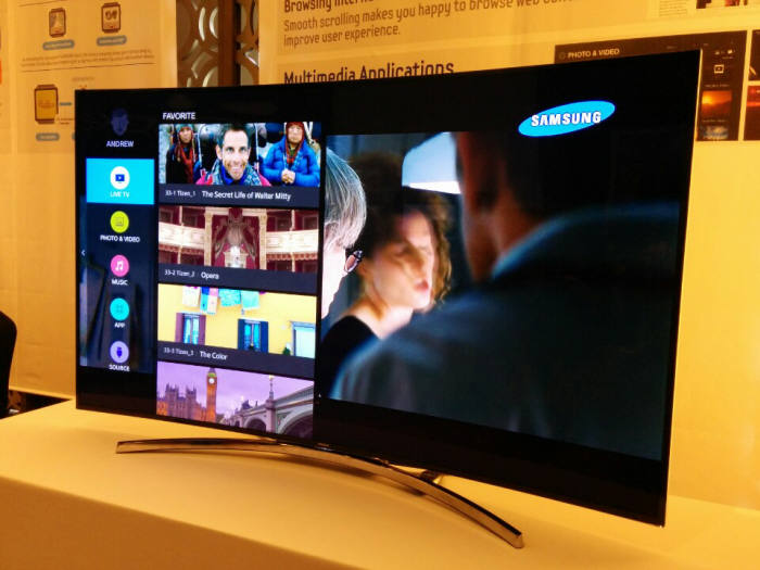In the Samsung Open Source Conference, or SOSCON, held at the Grand InterContinental in Seoul's Gangnam on September 16, the company showcased the 65-inch smart TV embedded with Tizen. (image: Samsung Electronics)